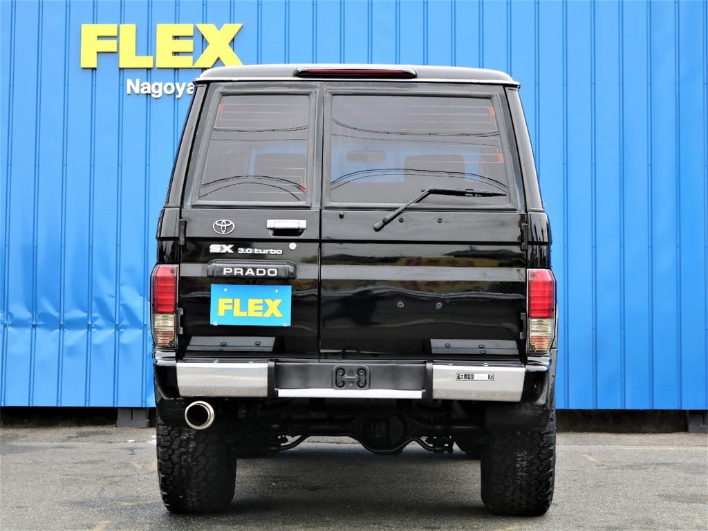 FLEXstyleのオリジナルマフラーがちらりと美しいバックショットです。