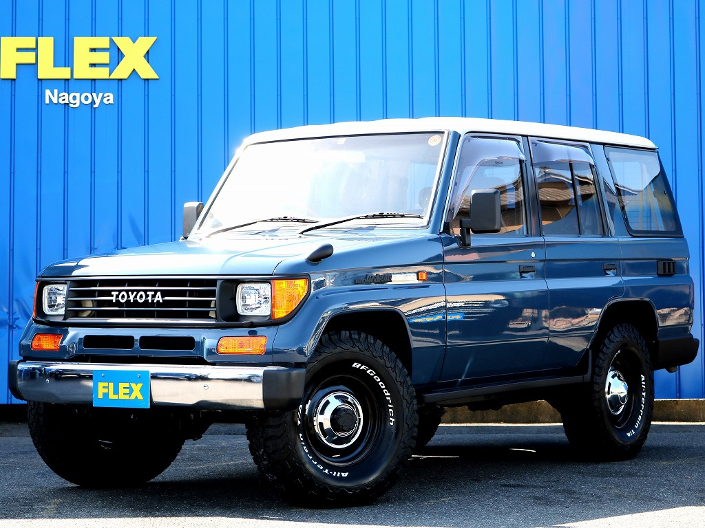 人気のランクル78プラド遂に完成。オシャレなアルルブルーにルーフはホワイトに塗り分けしております。車高は実用性を考えオリジナルのままです。FLEXオリジナルシートカバーに内張まで制作致しました。