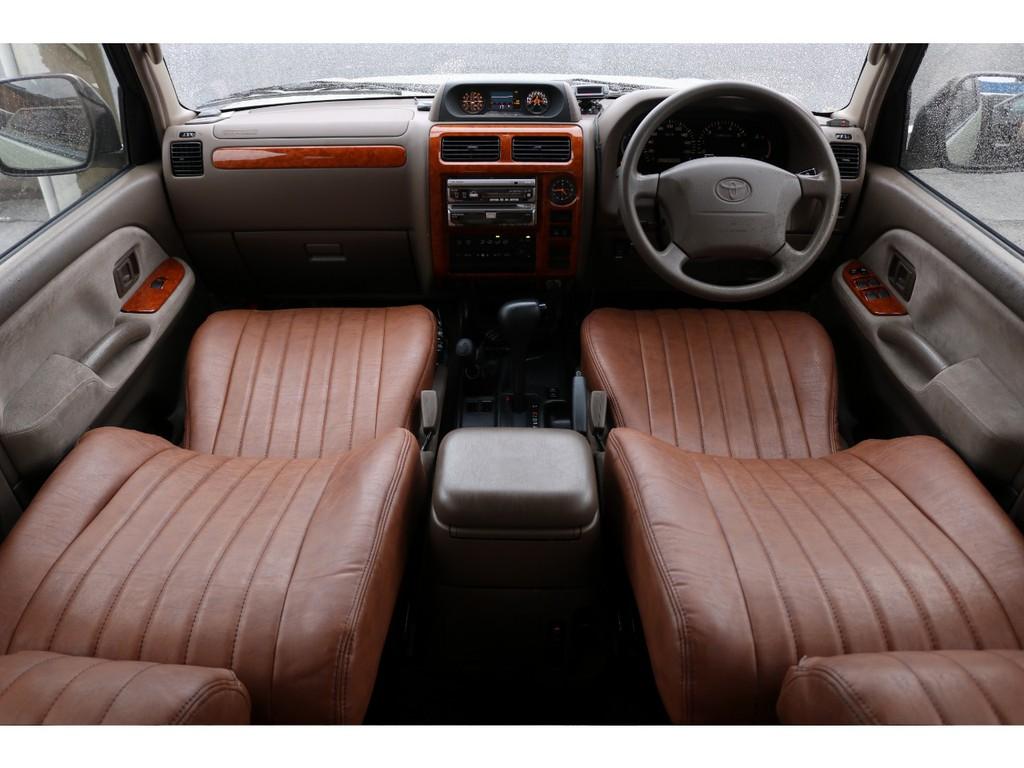 シンプルイズベストな内装で、古すぎず、でも新しすぎず、エアコンもオートエアコン・・・。奥様の強い味方です!!