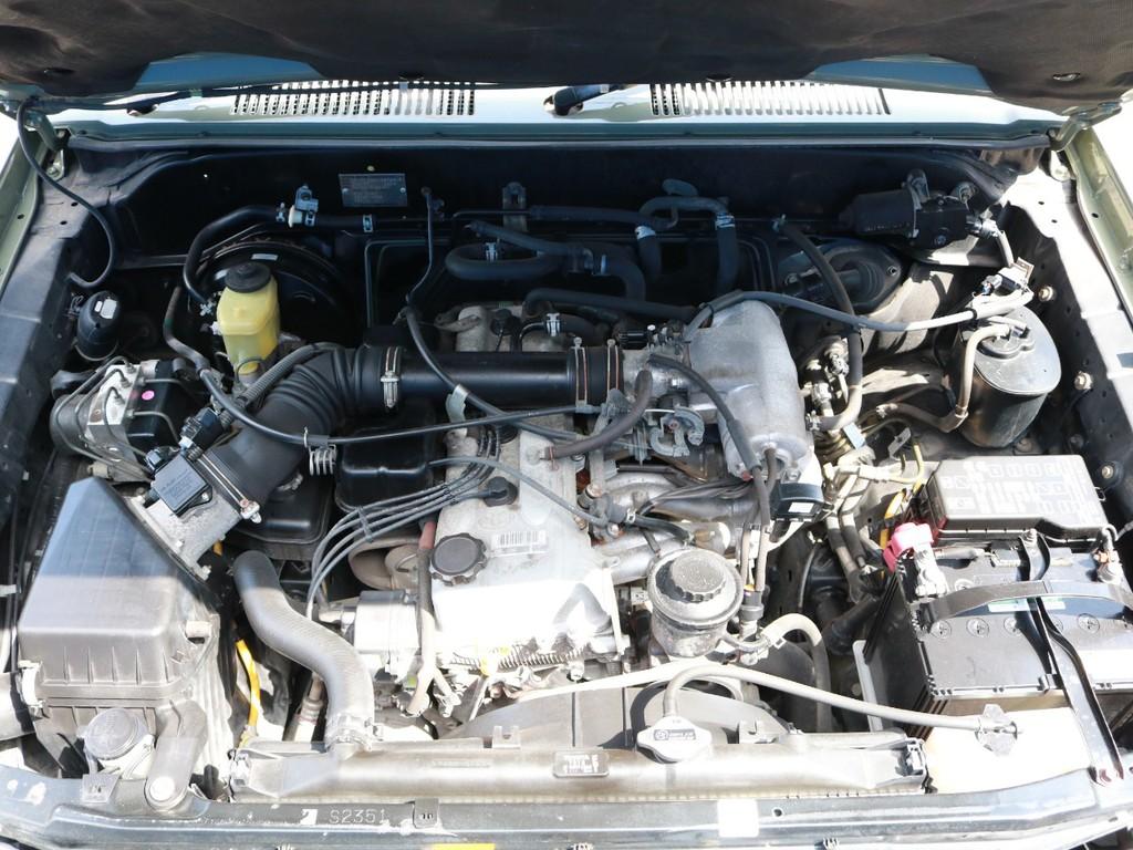3RZ 2700㏄ 直列4気筒エンジン。アクセルを踏み込めば、エンジン自体のパワーを感じて走る楽しさがあります!