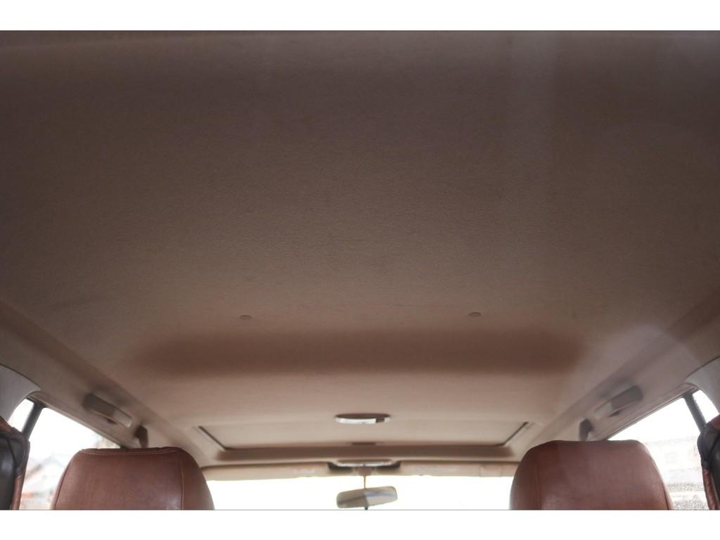 天張りになります!中古車ではたまにヤニ汚れで真っ黒なお車などもありますので中古車選びでは重要なチェックポイントです!