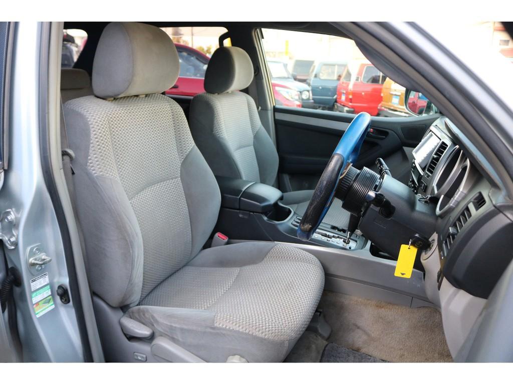 運転席、助手席はお車の中でも特別な場所になります。。助手席に大切な人を乗せてドライブデート・・・。車内を見て、考えるだけでもワクワクしませんか?(笑)