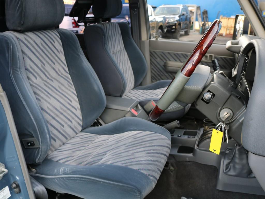 運転席はお車の中でも一番滞在時間が長くなる場所です。オーナー様のこだわりが詰まった特等席のサポートをさせて頂ければと思います。