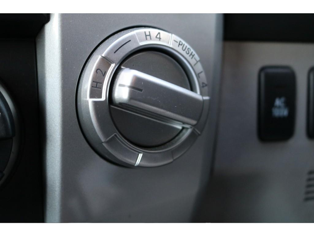 215サーフはパートタイム4WDになります!普段はFR駆動になりますので、燃費向上にも繋がります♪悪路を走る時は4駆に!なんてことも出来ちゃいます!