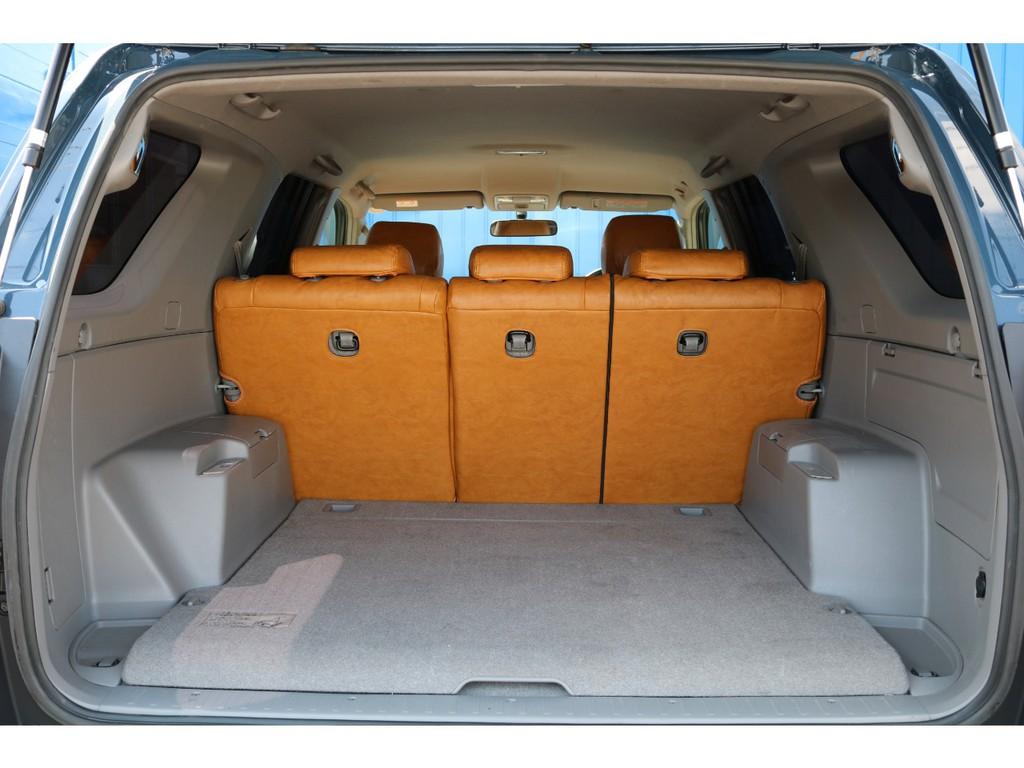 荷室幅が105㎝、奥行き108㎝、荷室高さが88.6㎝となります。セカンドシートを倒せばセミダブルのベットマットがすっぽり入りますので車中泊でのんびり眠れます(笑)