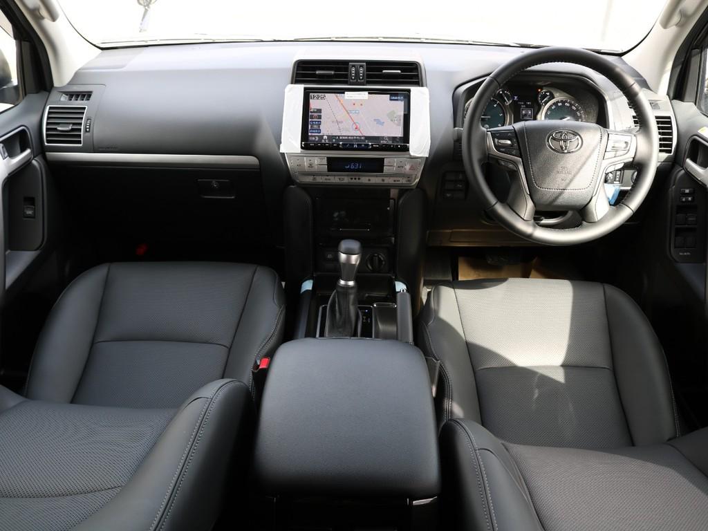 内装はTX-Lパッケージをベースに特別仕様で販売され、ディーラーでは納車が3ヵ月待ちになるほど、人気があるお車になります。