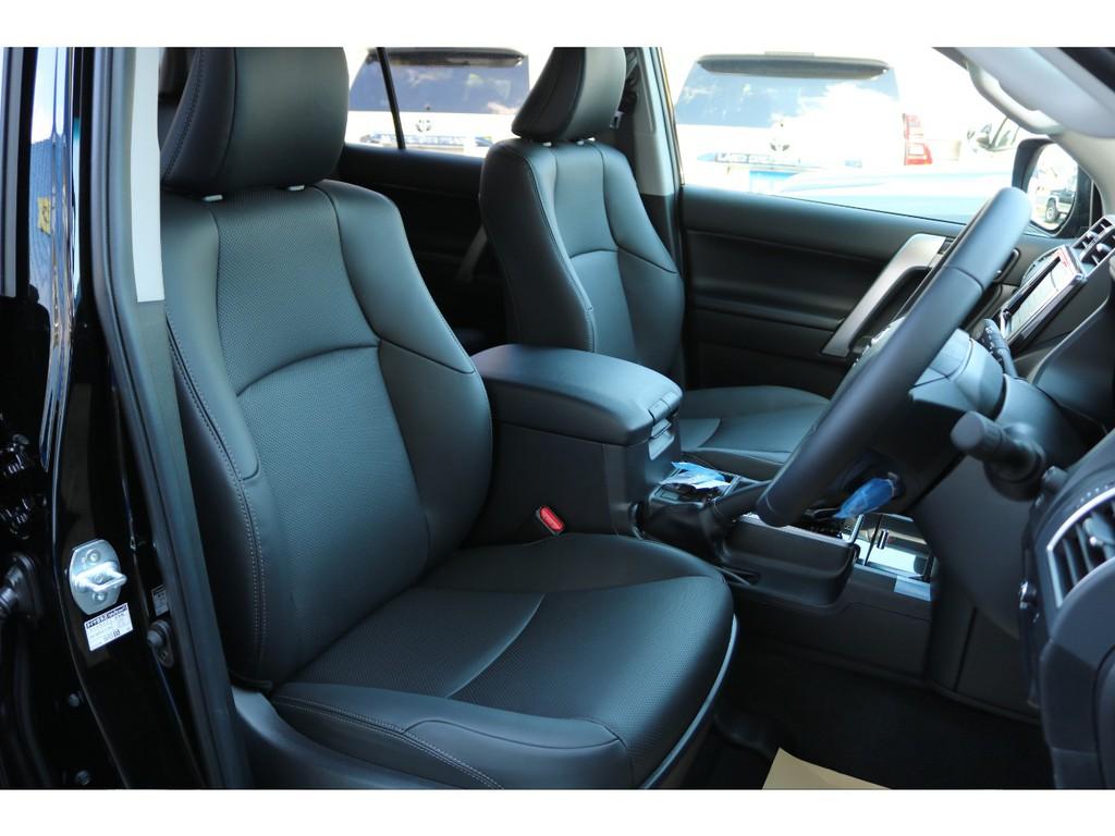 内装はLパッケージ仕様になりますので、本革シート、パワーシート等々、内装も高級車仕様になりますので、快適ドライブの手助けをしてくれます♪