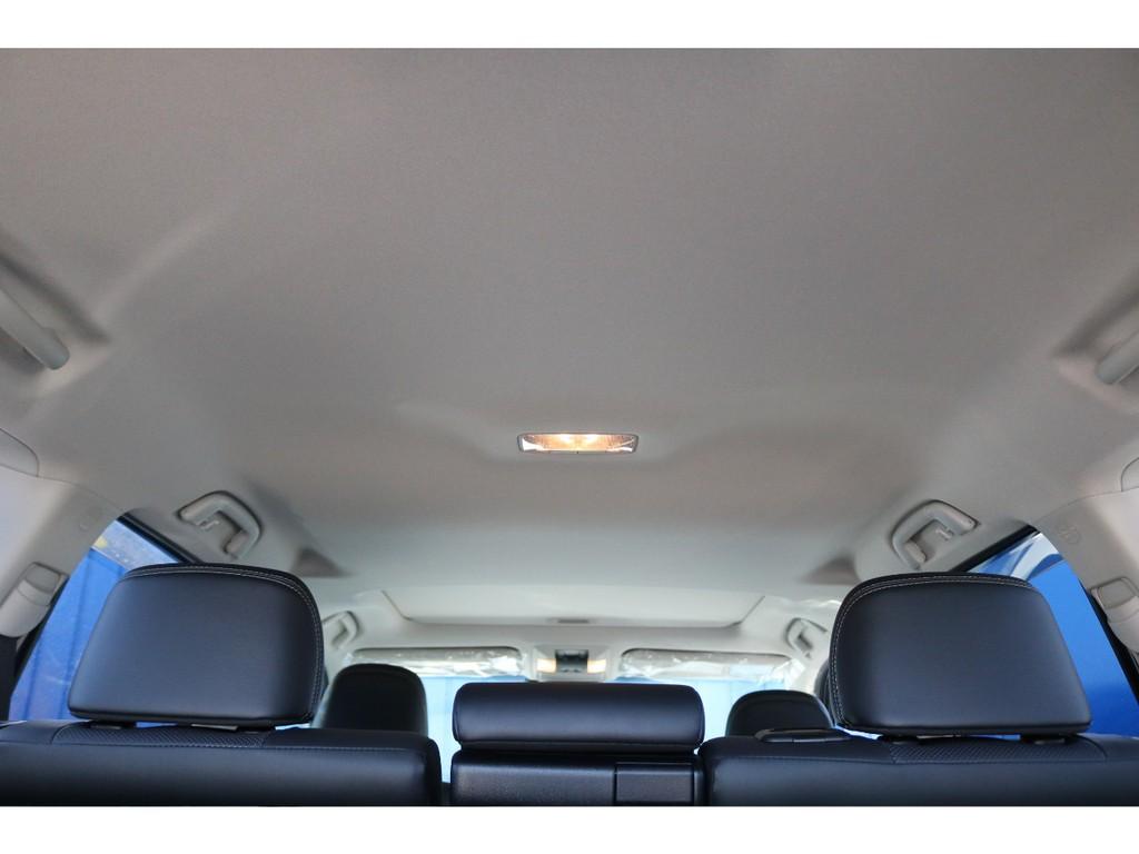 天張りも新車ですので綺麗な状態です!サンルーフも付いていますので、快適ドライブのお供になります!