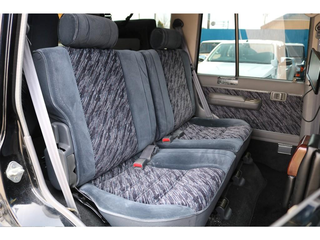 セカンドシートは、大人3人がゆったりと座れるシート設計になります★目的地に着く前に疲れ果てる事がありませんので、全力で楽しめると思います!