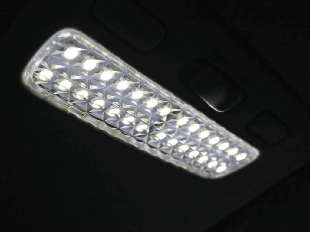 LEDルームランプ&レンズセットは、フロントスモールランプ、フロントマップランプ&クリスタルレンズ、リアルームランプ&レンズセット、左右ステップランプ&レンズセット、リアナンバー灯までのセットです! | トヨタ ハイエースバン 2.0 スーパーGL ダークプライム ロングボディ