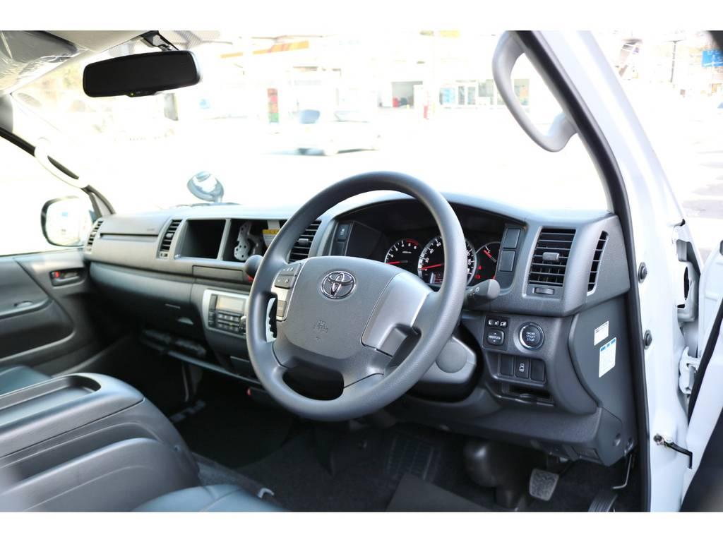 運転席エアバッグ&ABS標準装備です。木目コンビハンドル他インテリアカスタムの追加もお任せください! | トヨタ ハイエースコミューター 2.8 GL ディーゼルターボ 8人乗りキャンピング登録