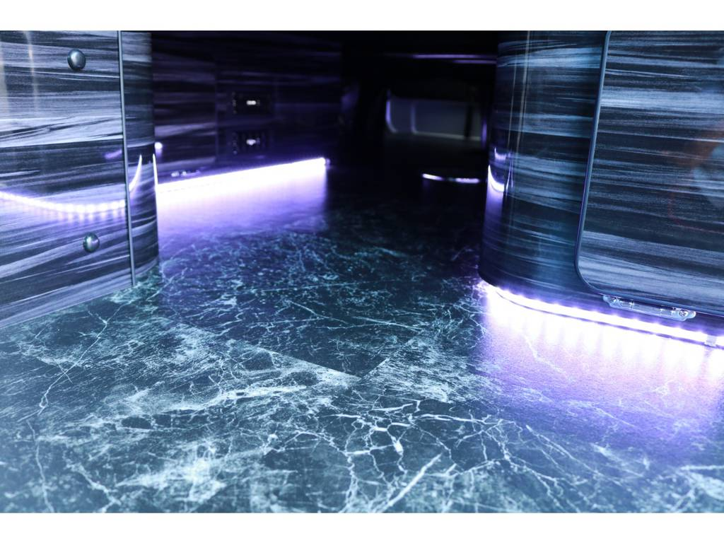 ベット下LED間接照明付き! | トヨタ ハイエース 2.7 GL ロング ミドルルーフ ラウンジ5α