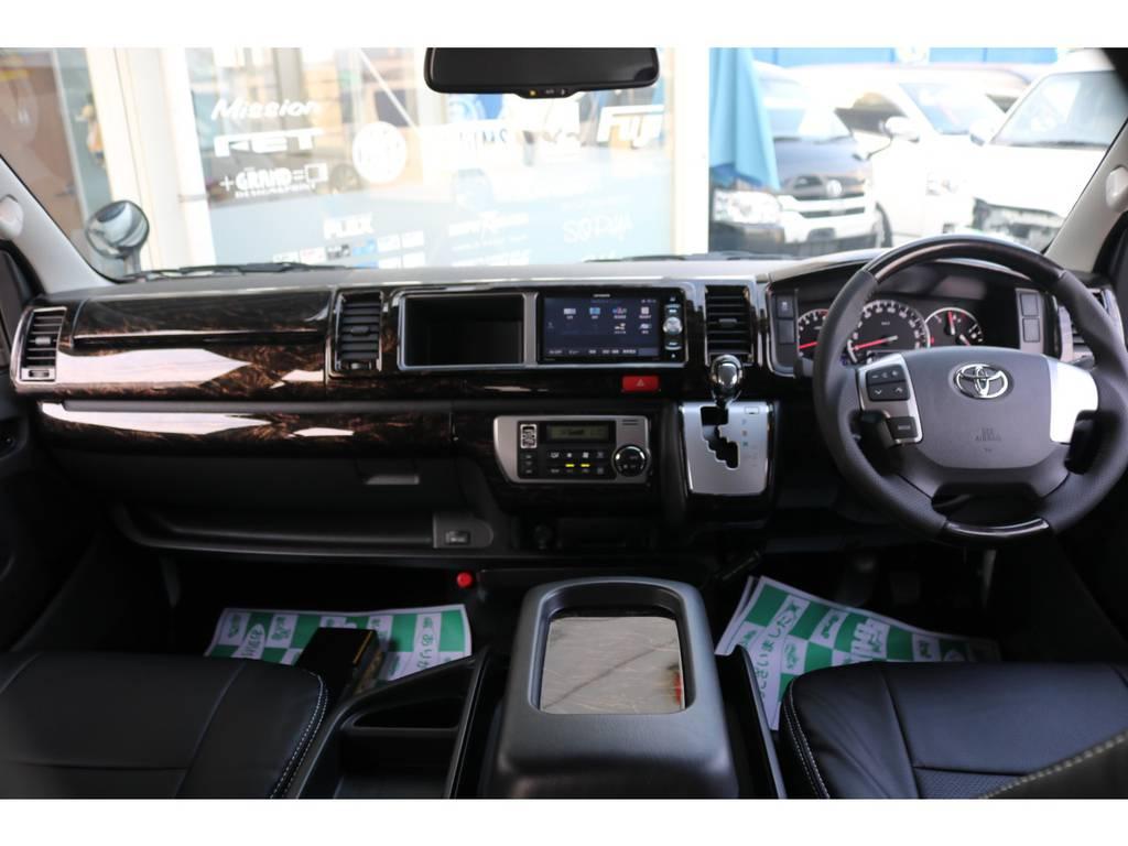 【インテリア】シルクブレイズ製のマホガニー調パネルset・コンビステアリング・シフトノブで統一致しました♪ | トヨタ ハイエース 2.7 GL ロング ミドルルーフ アレンジR1 ベッドキット