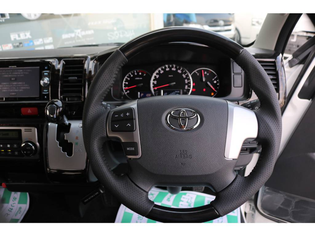 【シルクブレイズ製ガングリップステアリング交換済】手にしっかりなじむ成型タイプのステアリングに交換しております♪ | トヨタ ハイエース 2.7 GL ロング ミドルルーフ アレンジR1 ベッドキット