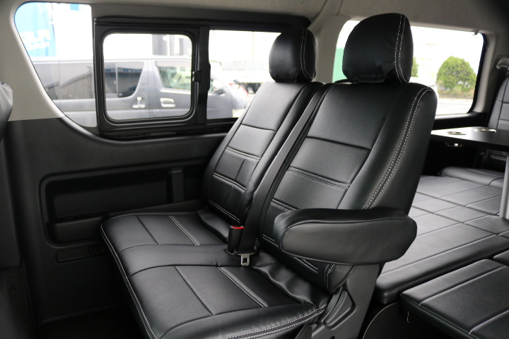 【乗降しやすい純正セカンドシート♪】もちろん黒革調シートカバーで統一しております♪ | トヨタ ハイエース 2.7 GL ロング ミドルルーフ アレンジR1 ベッドキット
