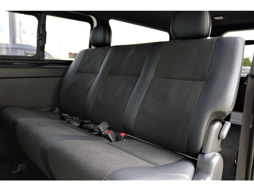 セカンドシートまでもがハーフレザー! | トヨタ ハイエースバン 2.8 スーパーGL ダークプライムⅡ ロングボディ ディーゼルターボ ライトカスタムPKG 即納可能♪