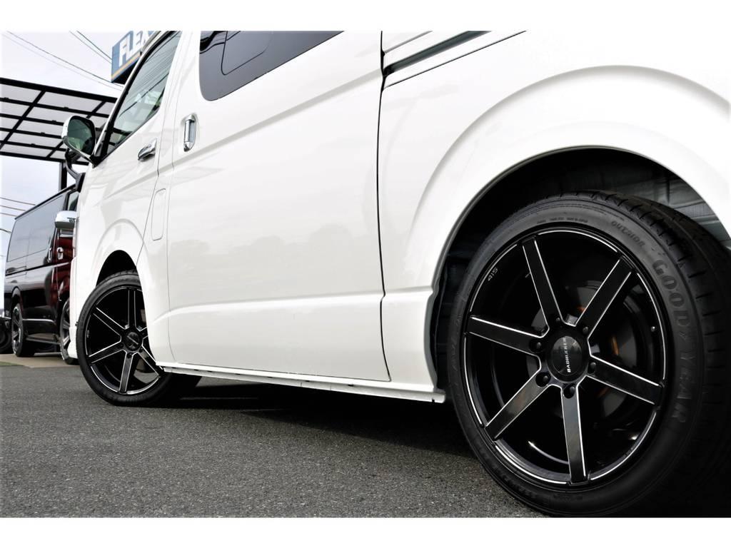 印象強いサイドラインが堪りません! | トヨタ ハイエースバン 2.8 スーパーGL ダークプライムⅡ ロングボディ ディーゼルターボ ライトカスタムPKG 即納可能♪