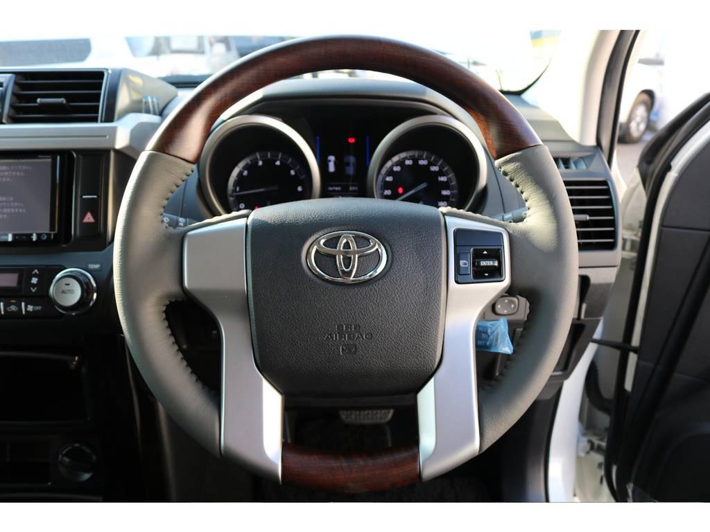 ウッドコンビハンドルで見た目の高級感がすごく増します! | トヨタ ランドクルーザープラド 2.7 TX 4WD 20インチAW 2UP 試乗車