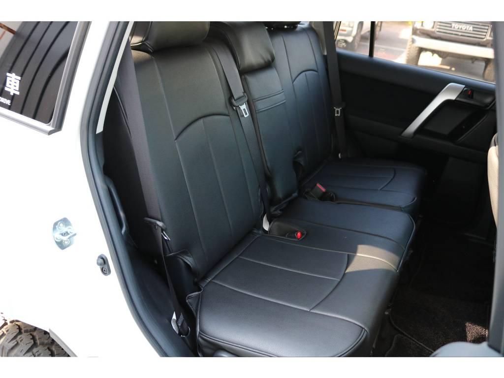 セカンドシート・サードシートもシートカバーが付いていますので座り心地やフィット感なども確かめれます! | トヨタ ランドクルーザープラド 2.7 TX 4WD 20インチAW 2UP 試乗車