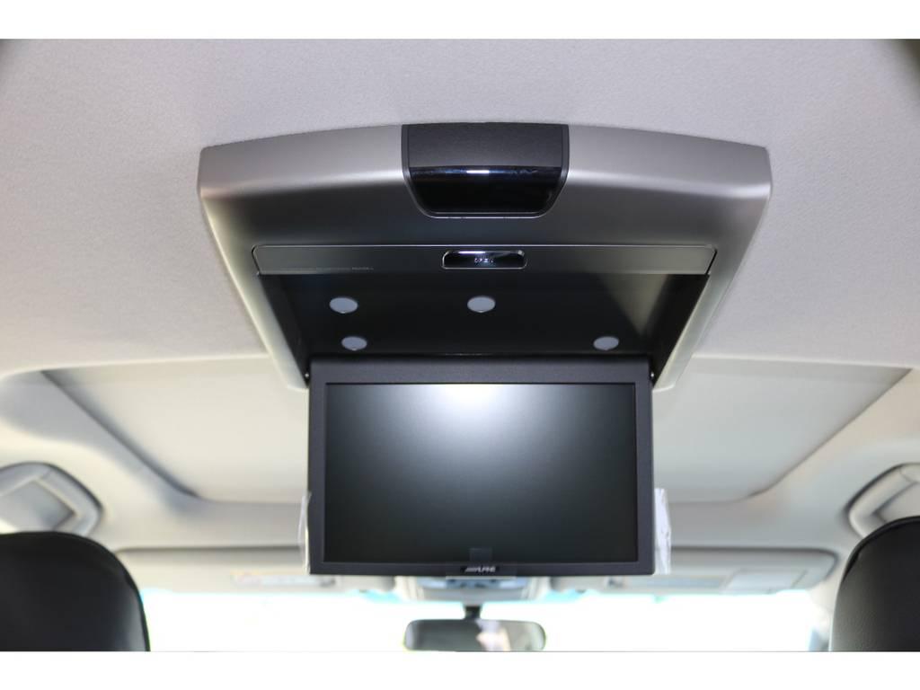 プリップダウンモニターで同乗者も大喜びですね! | トヨタ ランドクルーザープラド 2.7 TX 4WD 20インチAW 2UP 試乗車