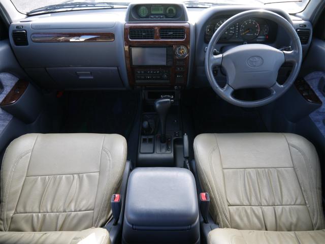 広々したインパネ廻り大きなフロントガラスで視界も良好です! | トヨタ ランドクルーザープラド 3.4 TZ 4WD 6インチUP シートカバー