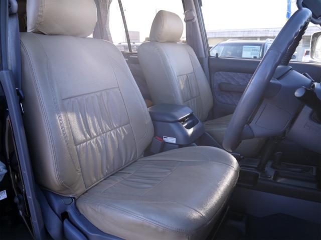 柔らかめなモケットシート!座り心地もグッド!シートカバーも装着済み! | トヨタ ランドクルーザープラド 3.4 TZ 4WD 6インチUP シートカバー