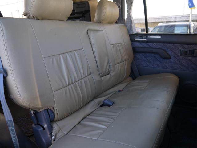 広々したセカンドシート!チャイルドシートも取付できます! | トヨタ ランドクルーザープラド 3.4 TZ 4WD 6インチUP シートカバー