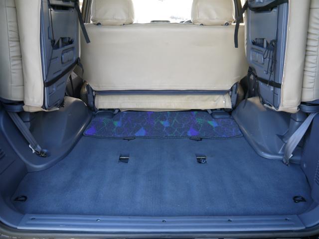 広々したラゲッジルーム!大容量でキャンプ用品なども沢山収容できます! | トヨタ ランドクルーザープラド 3.4 TZ 4WD 6インチUP シートカバー