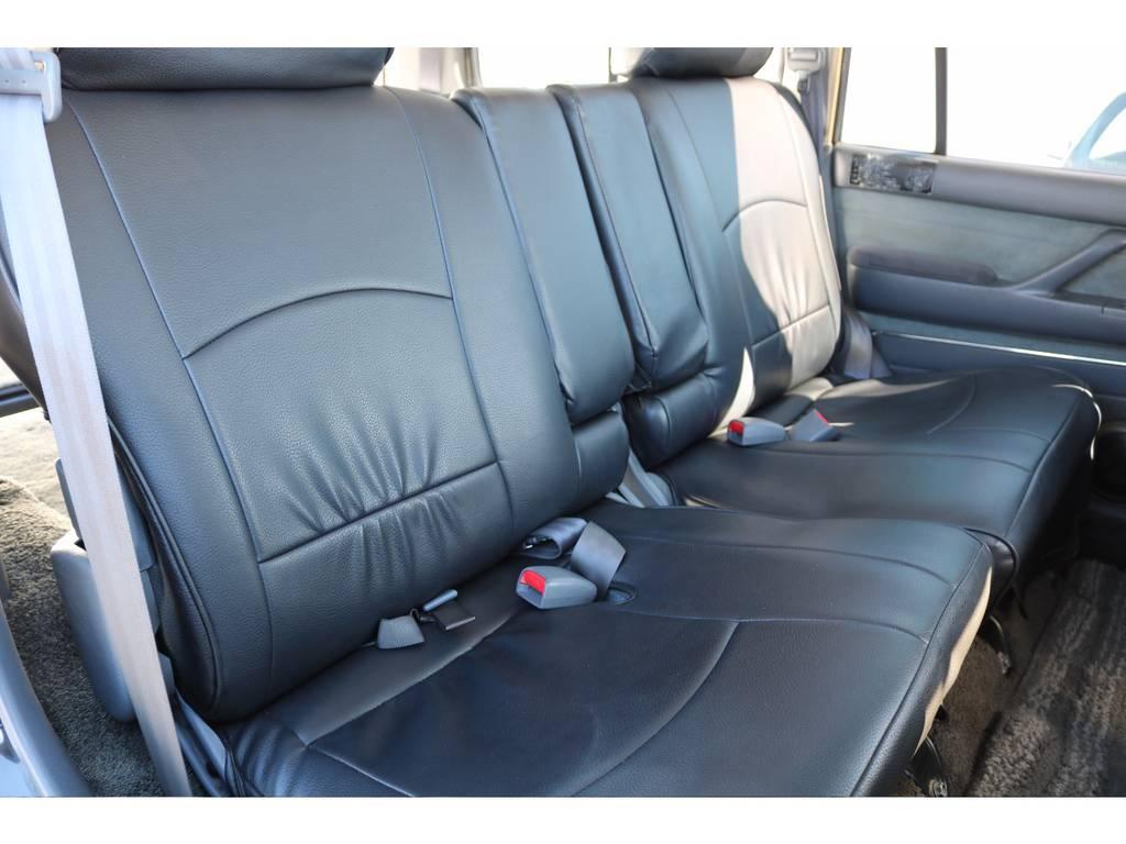 広々したセカンドシート | トヨタ ランドクルーザー80 4.5 VXリミテッド 4WD 輸出用角目四灯 3インチUP