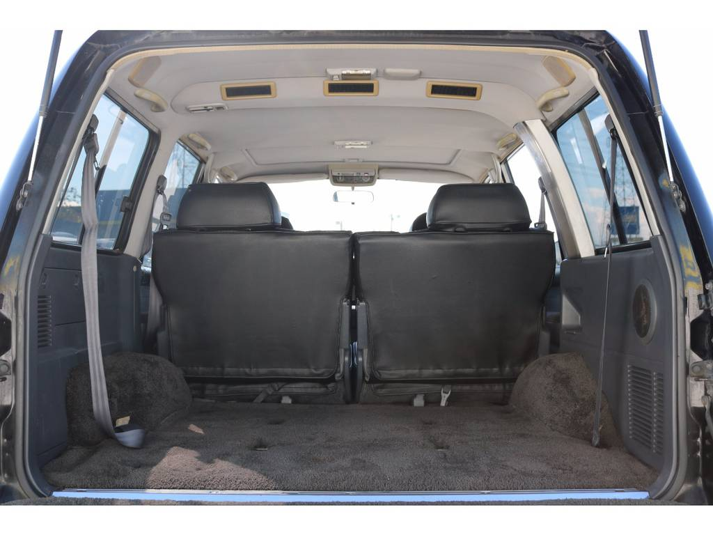 使い勝手の良い広々したラゲッジルーム | トヨタ ランドクルーザー80 4.5 VXリミテッド 4WD 輸出用角目四灯 3インチUP