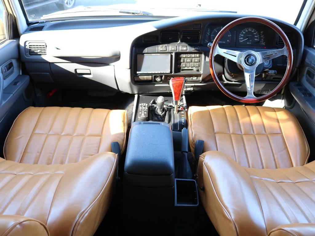 広々したインパネに大きなFガラスで運転視界もグッド! | トヨタ ランドクルーザー80 4.5 VXリミテッド 4WD 『86』 丸目 60フェイス