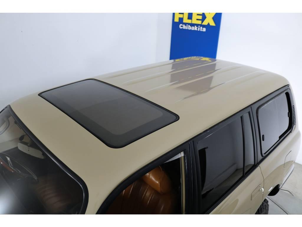 ルーフに大きな凹みなども見受けられずグッドコンディション! | トヨタ ランドクルーザー80 4.5 VXリミテッド 4WD 『86』 丸目 60フェイス