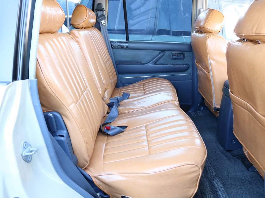 広々したセカンドシート!チャイルドシートも装着可能です! | トヨタ ランドクルーザー80 4.5 VXリミテッド 4WD 『86』 丸目 60フェイス