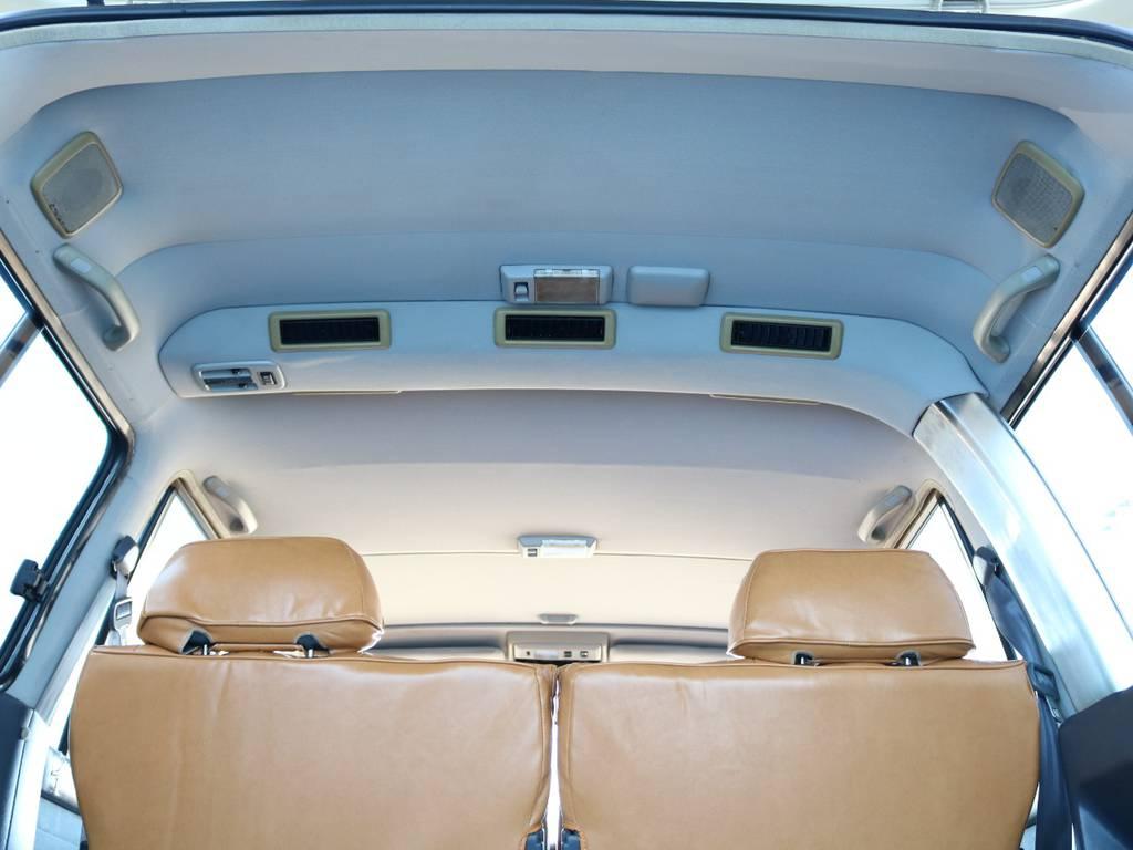 広々した天井!大きなキズやへたりも無く天張りもグッドコンディション! | トヨタ ランドクルーザー80 4.5 VXリミテッド 4WD 『86』 丸目 60フェイス