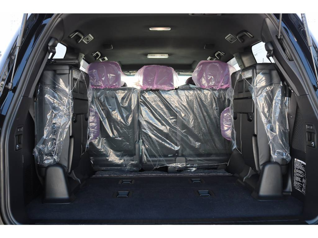 広々したラゲッジルーム!大容量でキャンプ用品なども沢山収容できます! | トヨタ ランドクルーザー200 4.6 ZX 4WD 新車未登録車 純正マルチ