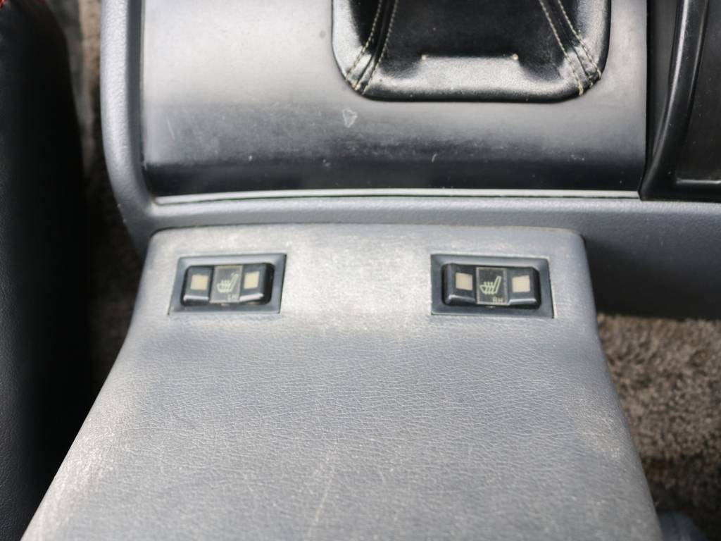 シートヒーターも装着☆ | トヨタ ランドクルーザー80 4.5 VXリミテッド 4WD 86 HDDナビ シートカバー