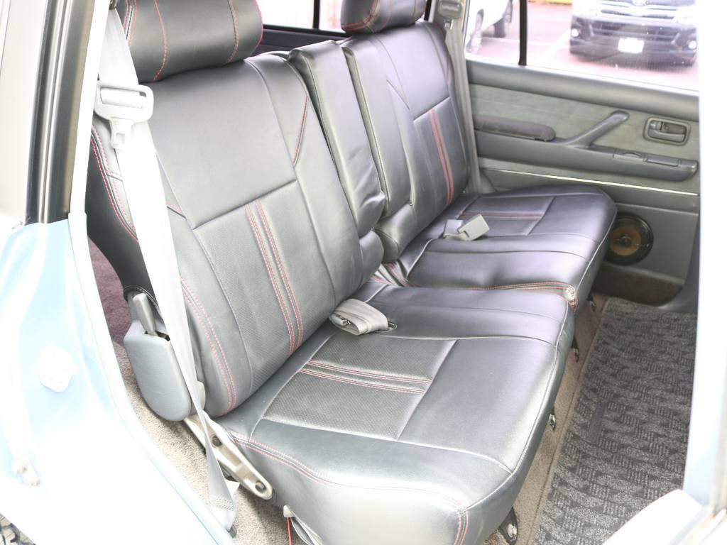 後部座席は大人もくつろげるスペースが御座います☆ | トヨタ ランドクルーザー80 4.5 VXリミテッド 4WD 86 HDDナビ シートカバー