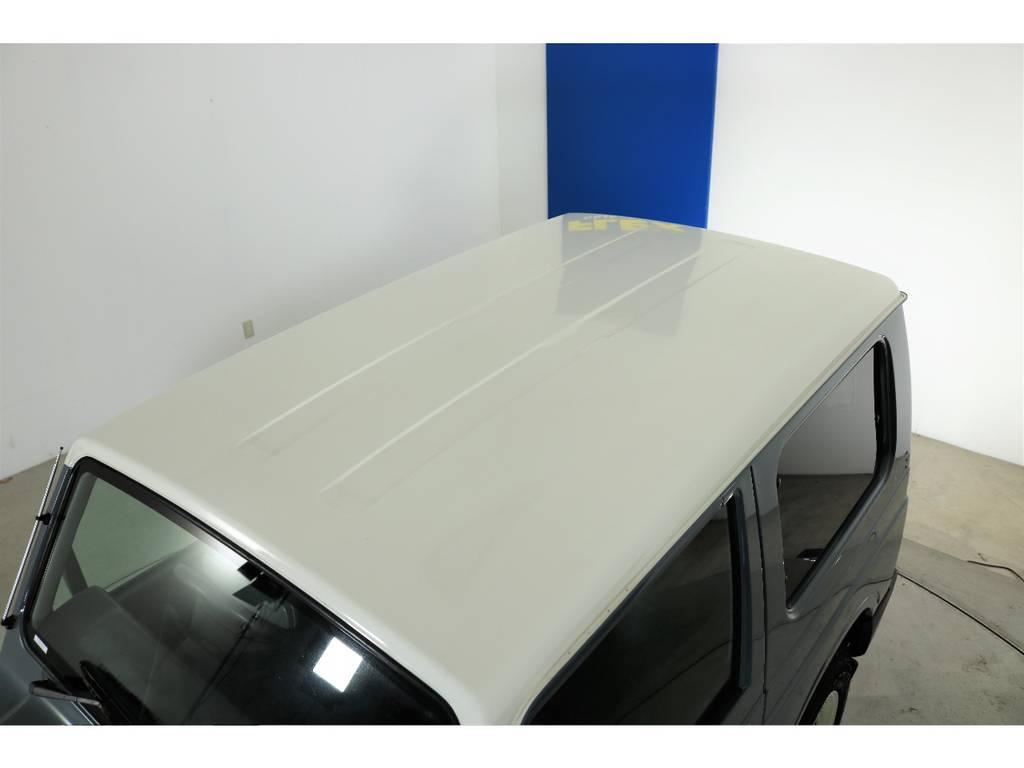 ルーフに大きな凹みも見受けられずグッドコンディション! | スズキ ジムニー 660 XL 4WD オートマ DEANホイール