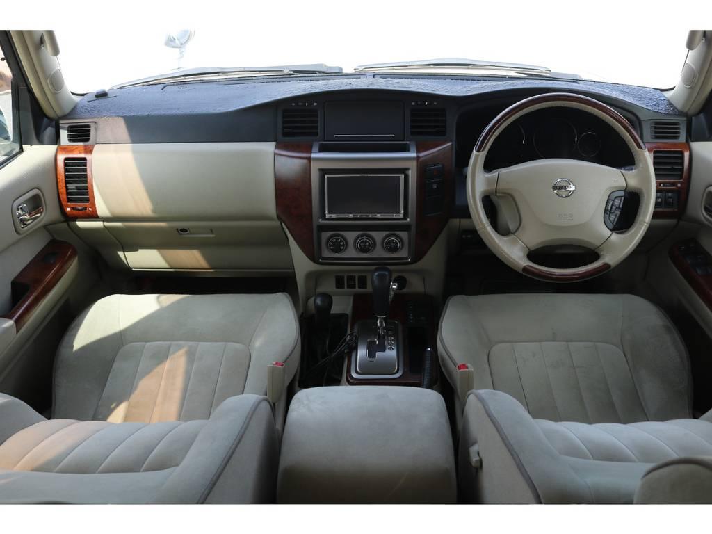 広々したインパネに大きなFガラスで運転視界もグッド! | 日産 サファリ 4.8 グランロードリミテッド 4WD 3インチUP SDナビ 最終型