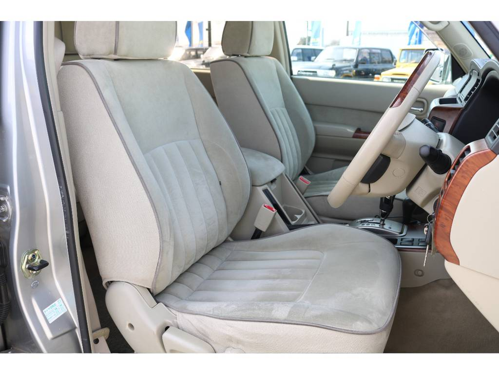 柔らかめなアルカンターラシート!座り心地もグッド! | 日産 サファリ 4.8 グランロードリミテッド 4WD 3インチUP SDナビ 最終型