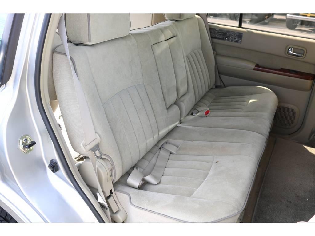 セカンドシートにはチャイルドシートも取付可能です☆ | 日産 サファリ 4.8 グランロードリミテッド 4WD 3インチUP SDナビ 最終型