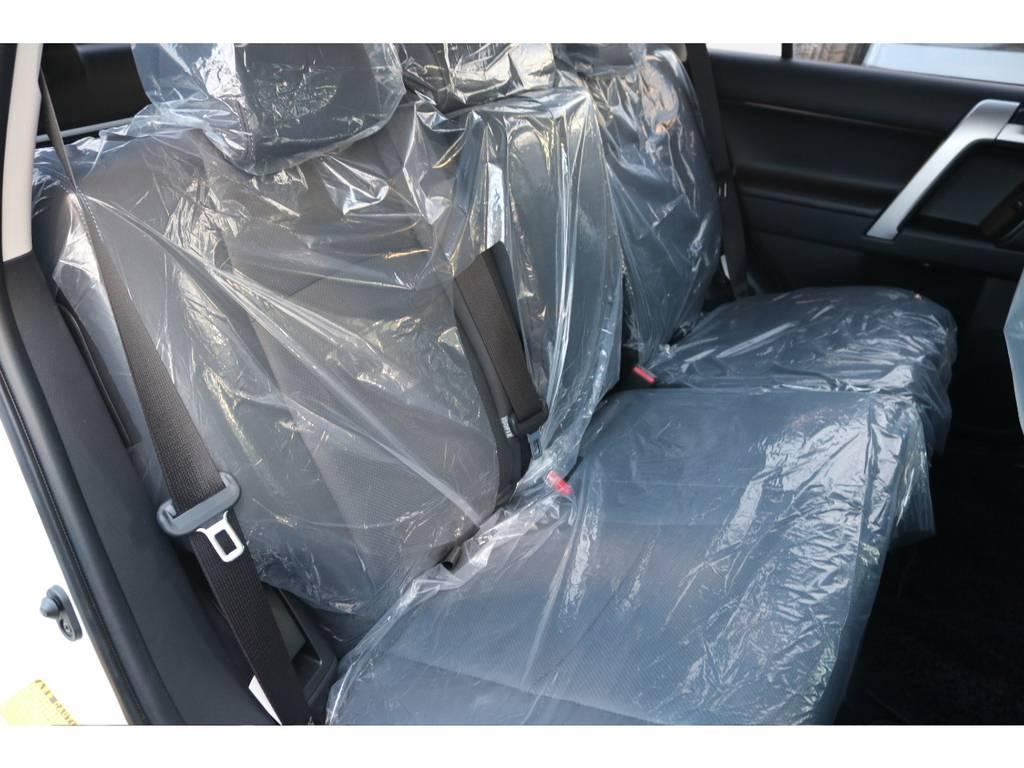 広々したセカンドシート!チャイルドシートもシートベルト固定はもちろんのことISOFIXにも対応! | トヨタ ランドクルーザープラド 2.7 TX Lパッケージ 4WD 新車未登録車 11インチナビ
