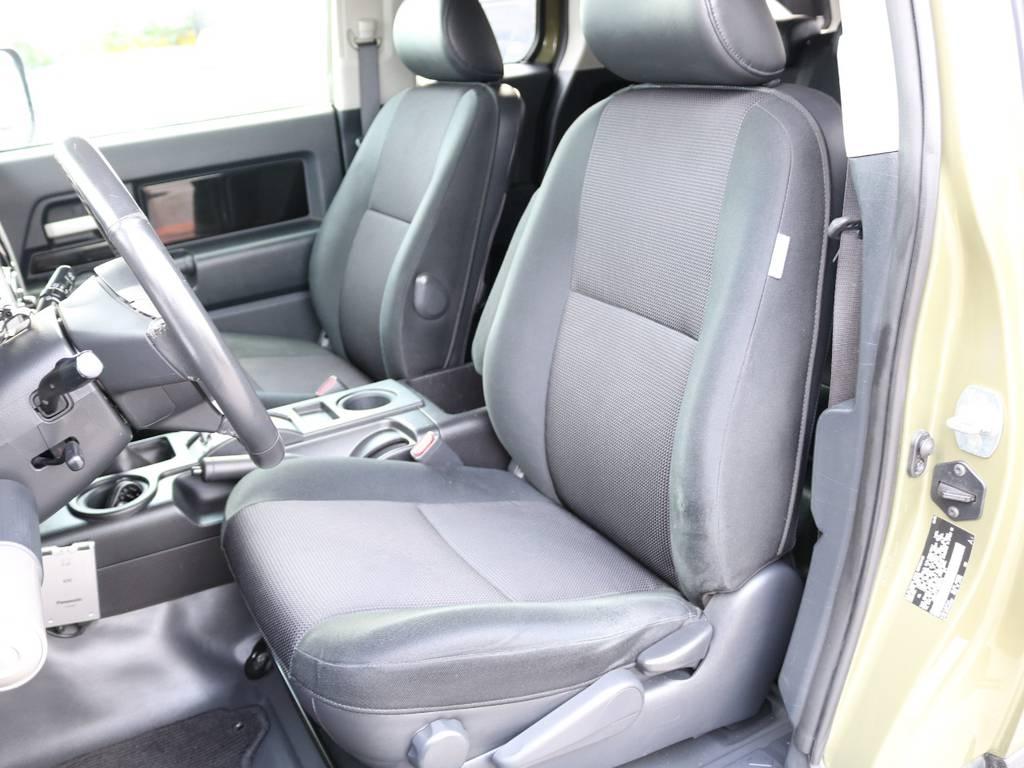 焦げ穴や大きなへたりも無く運転席の状態も良好です!撥水仕様のファブリックシートでアクティブに使えます! | 米国トヨタ FJクルーザー  新車並行車 コンプリートカー