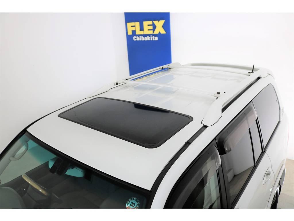 ルーフに大きな凹みなども見受けられずグッドコンディション! | トヨタ ランドクルーザーシグナス 4.7 4WD 最終型 ガナドールマフラー
