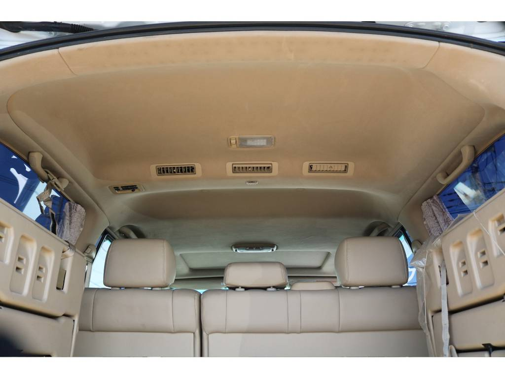 広々した天井!大きなキズやへたりも無く天張りもグッドコンディション! | トヨタ ランドクルーザーシグナス 4.7 4WD 最終型 ガナドールマフラー