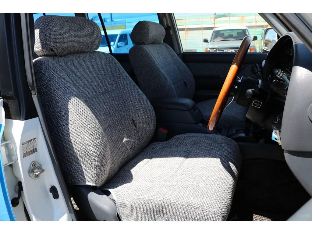 柔らかめなモケットシート!座り心地もグッド!クラシックシートカバーも装着済み! | トヨタ ランドクルーザー80 4.5 VX 4WD 86 丸目 コンプリートモデル