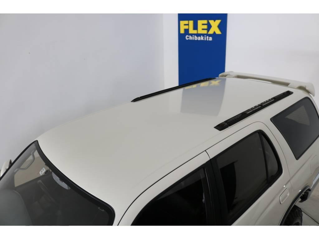 ルーフに大きな凹みなども見受けられずグッドコンディション!   トヨタ ハイラックスサーフ 2.7 SSR-X ワイドボディ 4WD ニューペイント ペッパーホワイト
