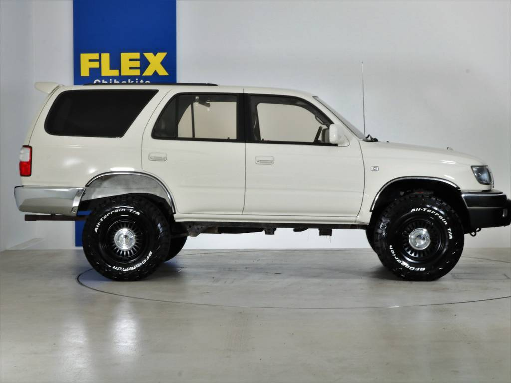 全国最大規模の店舗敷地内に在庫台数100台以上!ご希望に合った1台を探しにいらしてください。 | トヨタ ハイラックスサーフ 2.7 SSR-X ワイドボディ 4WD ニューペイント ペッパーホワイト