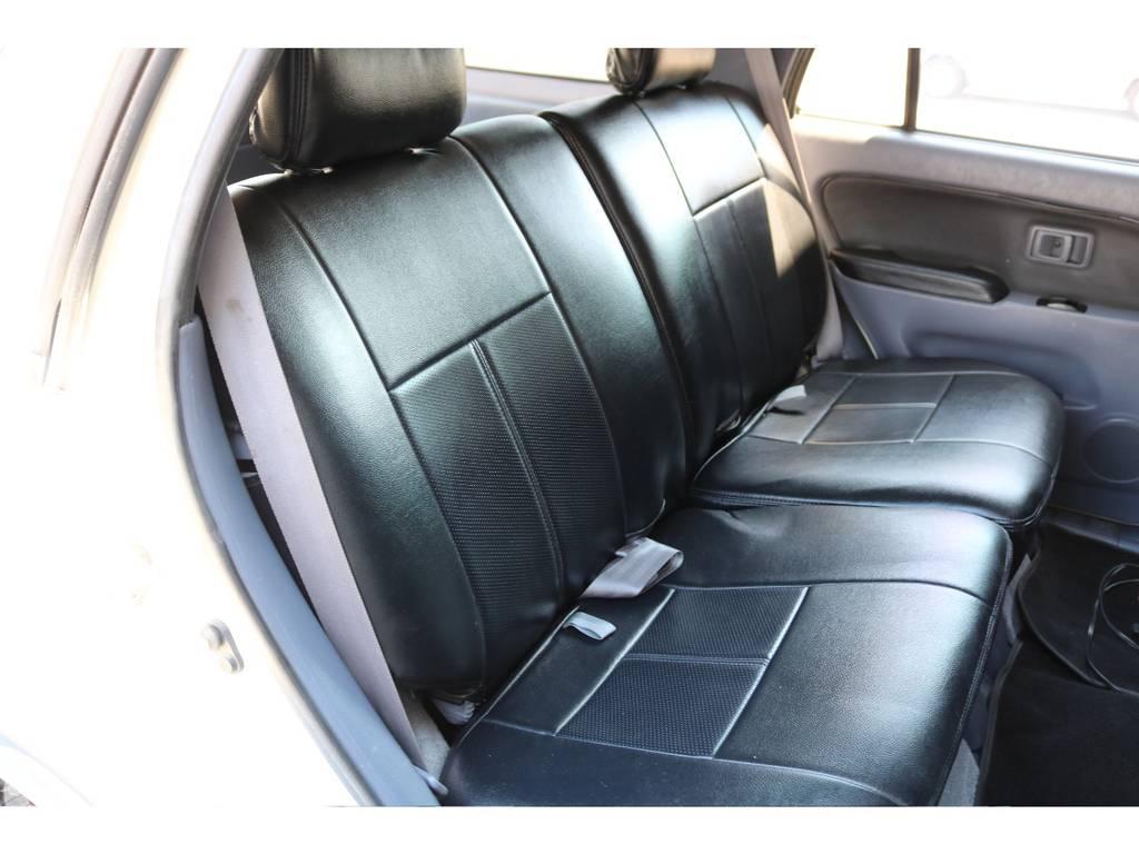 広々したセカンドシート!チャイルドシートも装着可能です!   トヨタ ハイラックスサーフ 2.7 SSR-X ワイドボディ 4WD ニューペイント ペッパーホワイト