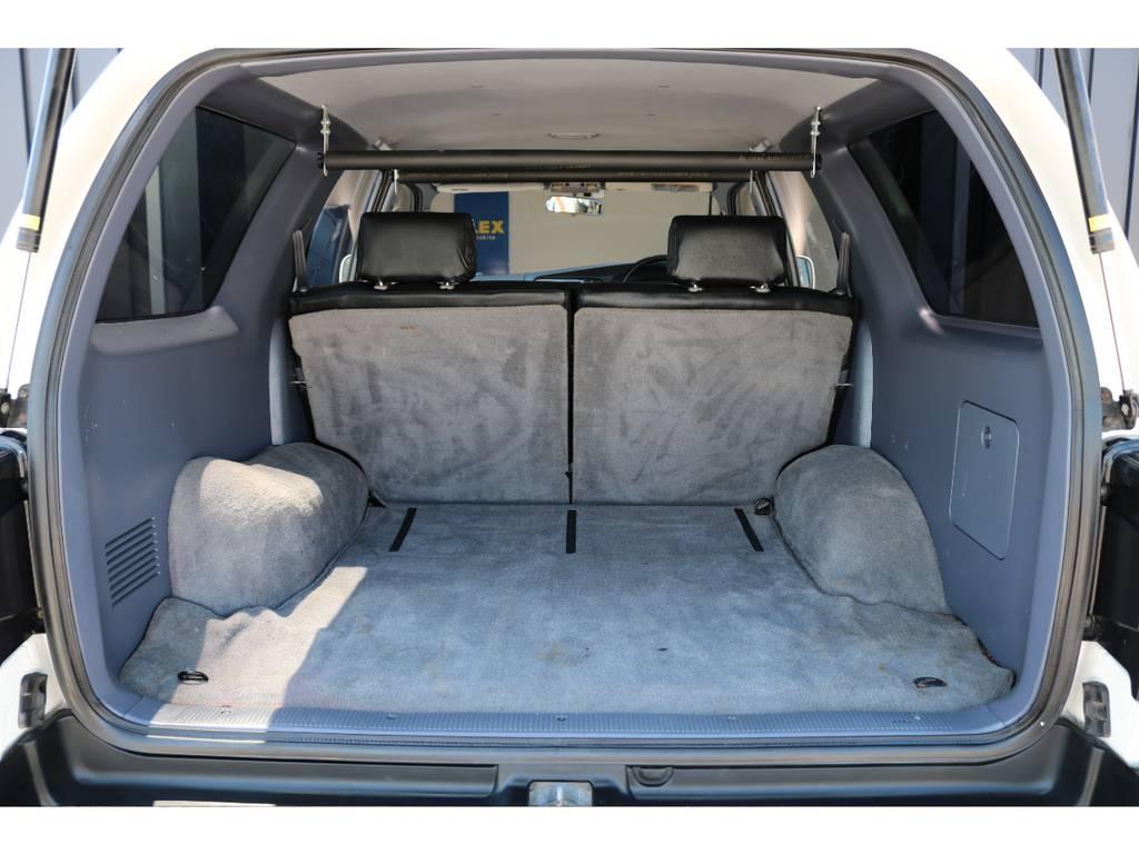 広々したラゲッジルーム!大容量でキャンプ用品なども沢山収容できます!   トヨタ ハイラックスサーフ 2.7 SSR-X ワイドボディ 4WD ニューペイント ペッパーホワイト